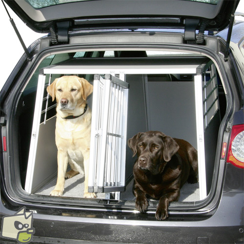 les cages de transport pour chien chien calme. Black Bedroom Furniture Sets. Home Design Ideas